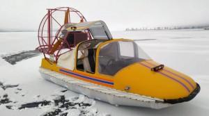 Мужчине удалось выбраться на прочный лед, но все его вещи утонули и от сильного переохлаждения самостоятельно передвигаться он не мог.