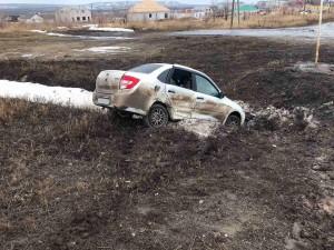 В Самарской области столкнулись вазовские легковушки, одна оказалась в кювете
