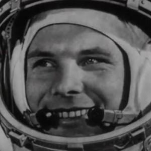 """На стартовой площадке Байконура установили ракету """"Союз"""" с портретом Гагарина"""
