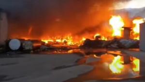 Прокуратура ведет проверку крупного пожара в ангарах в Кинеле