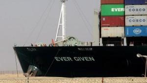 Рабиа отметил, что судно было снято с мели исключительно гражданами Египта.
