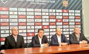 Министр спорта Самарской области Сергей Кобылянский представил новое руководство и тренерский штаб хоккейной Лады.