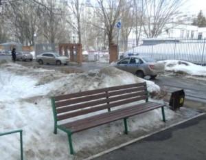 Тольяттинец ударил бутылкой по голове знакомого и отнял у него сотовый телефон.