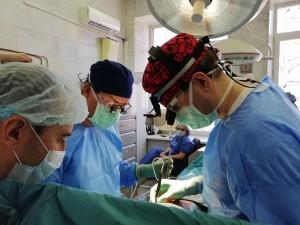 Около 300 из них требуется операция. Врачи оперируют детей с рождения, включая недоношенных, порой весом менее двух килограммов, до 18 лет.