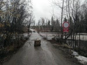 Подтопление мостов произошло из-за подъема уровня воды в реке Кондурча.