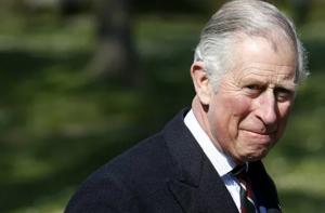 Титул герцога Эдинбургского, как и другие титулы скончавшегося в пятницупринца Филипа, автоматически перешел к его старшему сыну Чарльзу.