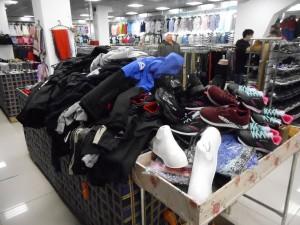 В Самарской области нашли нелегальные кроссовки и куртки