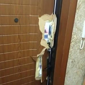 Оказалось, что женщина, ордер на обыск квартиры которой имелся у силовиков, уже семь лет не живет по этому адресу.