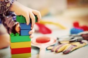 Названы самые опасные детали детских игрушек