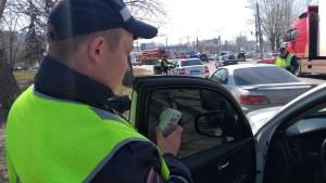 Любителям устанавливать на автомобили всевозможные «шторки», съёмные пленки и пр., напоминают, что подобные действия нарушают законодательство.