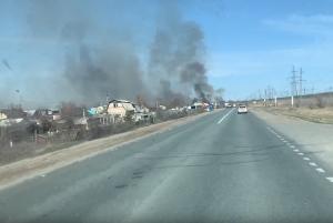 В Самарской области больше пяти часов тушили крупный пожар на дачах