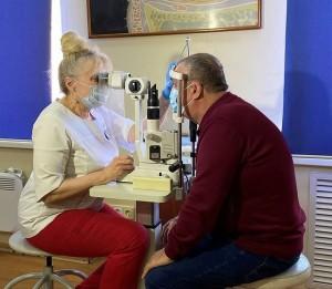 Самарские офтальмологи провели сложную операцию по трансплантации роговицы