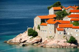 По словам министра, в Черногории ожидают от туристического сезона 2021 года достижения 60-65% от объемов 2019 года.