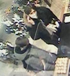 В Тольятти полицейские разыскивают подозреваемых в краже с банковской карты