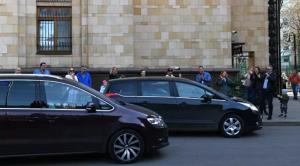 Россия объявила персонами нон грата 20 сотрудников посольства Чехии, они уже покинули страну.