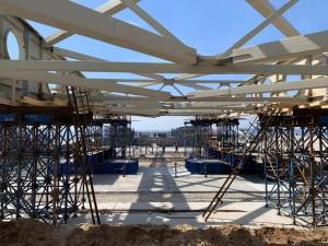 На сегодняшний день на объект уже завезено 18 тыс. тонн металла и строители приступили к крупноузловой сборке пролетных строений, каждое из которых длиной 156 метров.