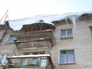 Самарца обвинили в падении наледи с крыши на подростка