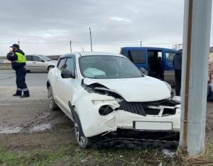 На автодороге Самара-Бугуруслан водитель врезался в столб