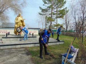 В регионе стартовал Международный субботник к 80-летию начала Великой Отечественной войны – старт ему 17 апреля дал Дмитрий Азаров на Аллее трудовой Славы в Самаре.