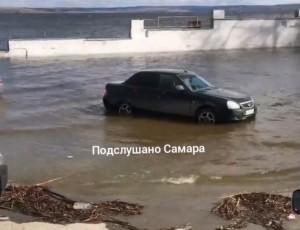 Жигулевская ГЭС нарастила сброс паводковых вод.