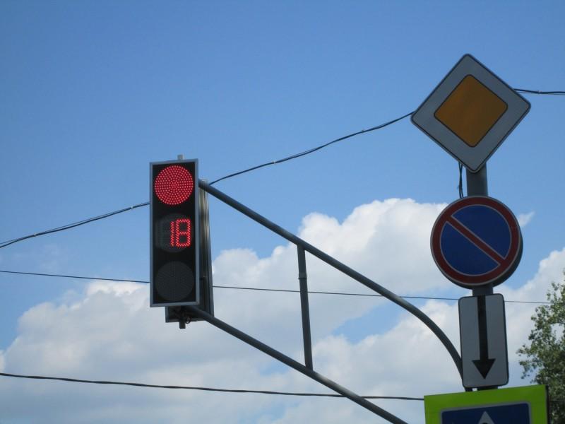 В Самаре погасли светофоры на пересечении улиц Ново-Садовой и Советской Армии