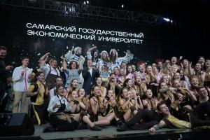 Дмитрий Азаров вручил награды победителям фестиваля.