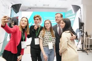 Об этом на закрытии федеральной части форума «Проектирование госуправления 4.0» заявил губернатор Дмитрий Азаров.