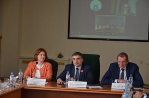 Виктор Акопьян поставил точку в дискуссии о возможности присоединения ПВГУСк какому-либо иному вузу.