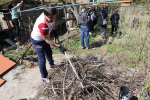 30 апреляпривели в порядок придомовые территории жительниц «серебряного возраста», которые проживают в частном секторе.