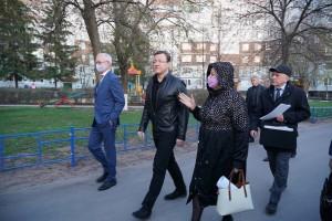 Дмитрий Азаров пообещал поддержать жителей региона, благоустраивающих дворы