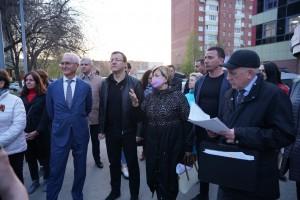 Рабочий день Дмитрия Азаровав Тольятти завершился объездом территорий Автозаводского района, по которым раньше к главе региона обращались жители.