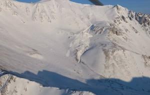 Туристическая группа из пяти человек совершала восхождение на вершину Мунку-Сардык Саянских гор.