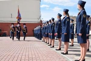 Церемония принятия Присяги состоялась у мемориала памяти работникам правоохранительных органов, погибших при пожаре в здании УВД в феврале 1999 года.