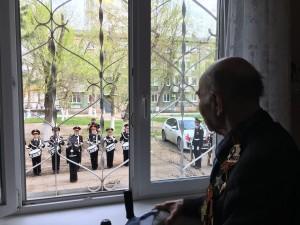 Участников сражений и тружеников тыла активисты партии навестили во всех районах губернии. Под окнами ветеранов состоялись парады.