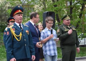 """Командующий 2-й армией и губернатор СО спели для него """"День Победы""""."""