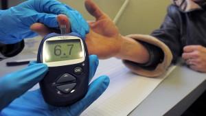 По словам ученых, сенсор позволит измерять концентрацию глюкозы с высокой точностью и не менее 12 раз в час.