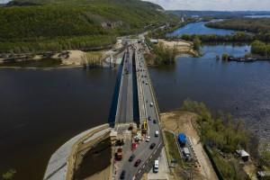 После завершения работ на этом мосту, будет переключено движение с существующего моста на новый.