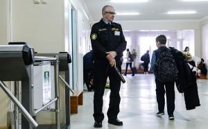 Во всех образовательных организациях, подведомственных минобрнауки Самарской области, усилены пропускной режим и контроль за прилегающей территорией.