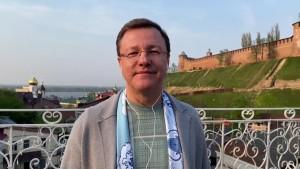 Поддержать любимую команду вместе со своими земляками приехал губернатор Самарской области Дмитрий Азаров.