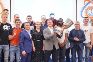 В последнем матче сезона Суперлиги-1 мужская команда сумела защитить завоёванный в 2019 титул и вновь стать чемпионами турнира.