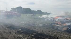 Крупный пожар охватил территорию в 10 тысяч квадратных метров.