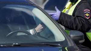 С помощью мобильного приложения начали вычислять водителей, лишенных прав или передвигающихся на незарегистрированном транспортном средстве.
