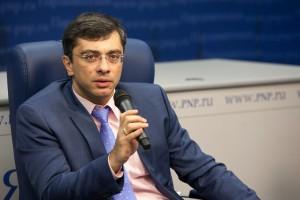 Депутат Госдумы обратил внимание на реализацию мер по снижению госдолга региона, повышению его инвест привлекательности, что улучшает жизнь людей.