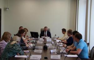 Владимир Колчин обратил внимание на необходимость кадрового обеспечения, а также наличие квалификации и уровень компетенции при реализации социального проекта.