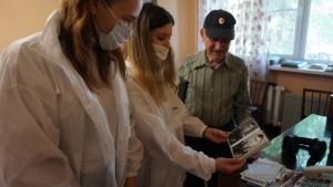 Спасибо офлайн: сотрудники КНПЗ навестили с подарками фронтовиков