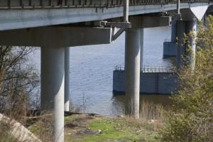 При содействии ЦУР63 расчистили пролеты моста через реку Кондурча в Красноярском районе.