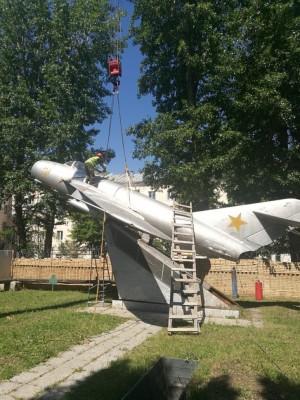 В Самаре демонтировали памятник истребителю МиГ-17