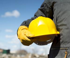 В настоящее время подрядная организация начала работы по подготовке основания здания.