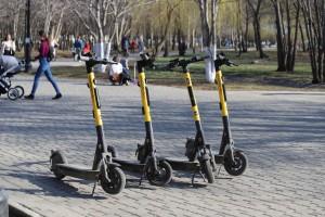 В московских парках планируют ограничить скорость электросамокатов до 15 км/ч