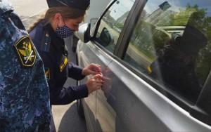 Volkswagen Touareg тольяттинки арестовали за неоплаченные штрафы ГИБДД